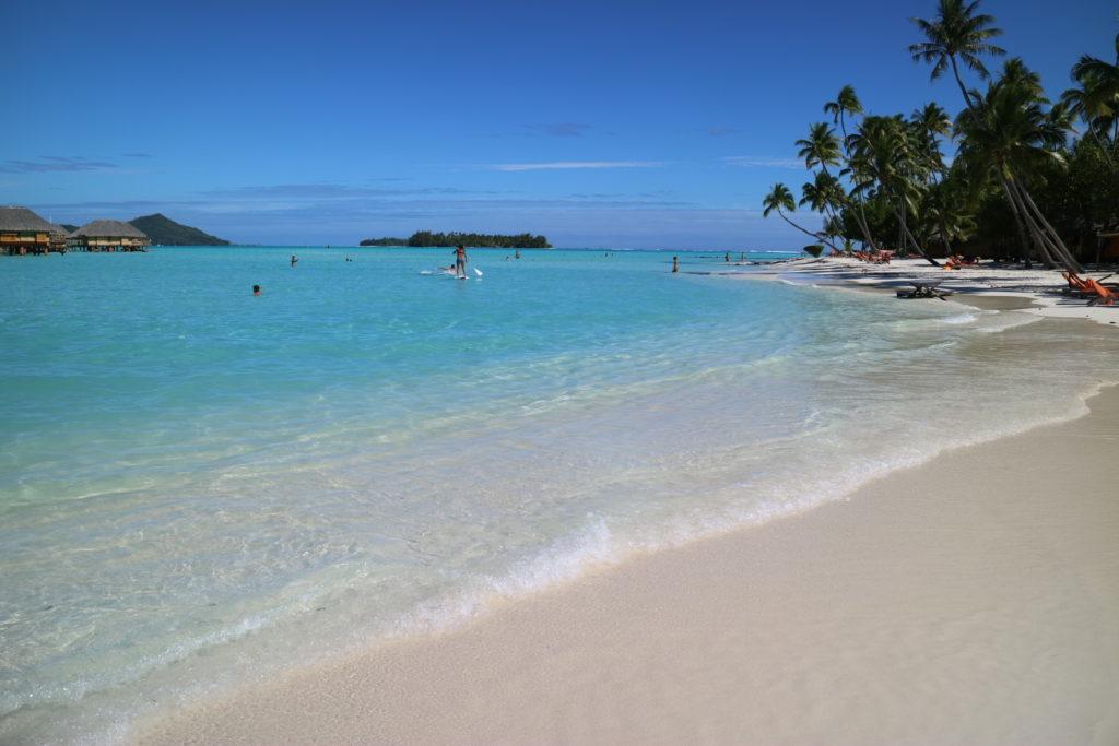 タヒチボラボラ島パールビーチリゾートスパのビーチ