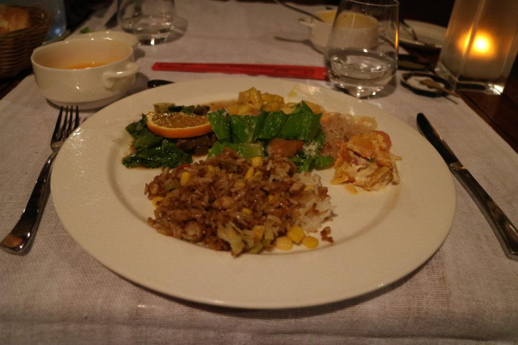 タヒチボラボラ島パールビーチリゾートスパの夕食ビュッフェ