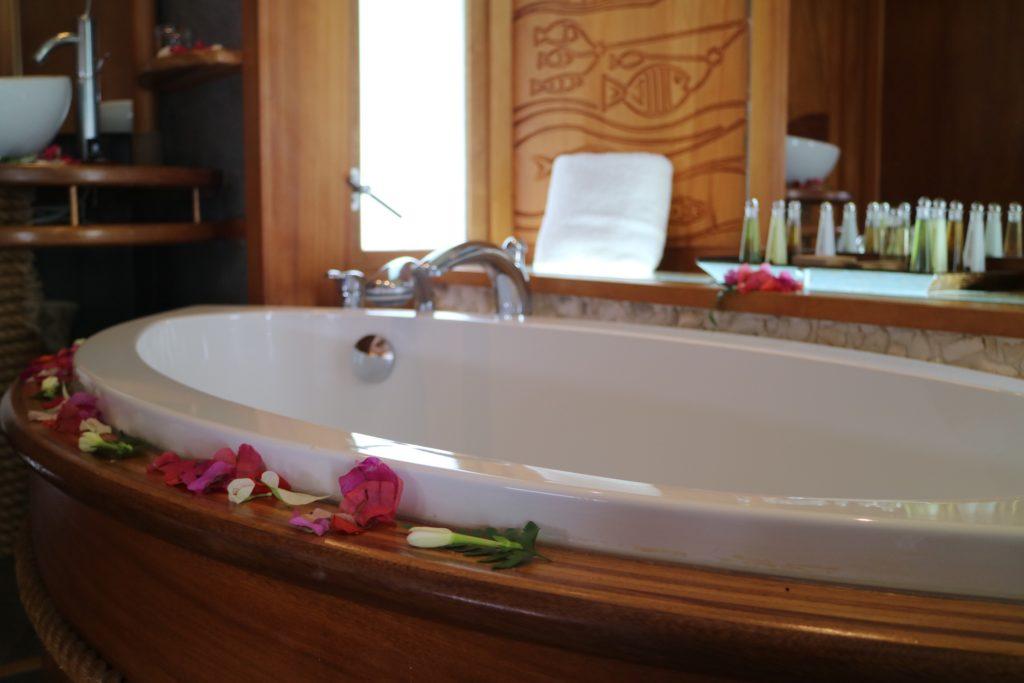 タハア島ル タハアアイランド リゾートスパのバスルーム