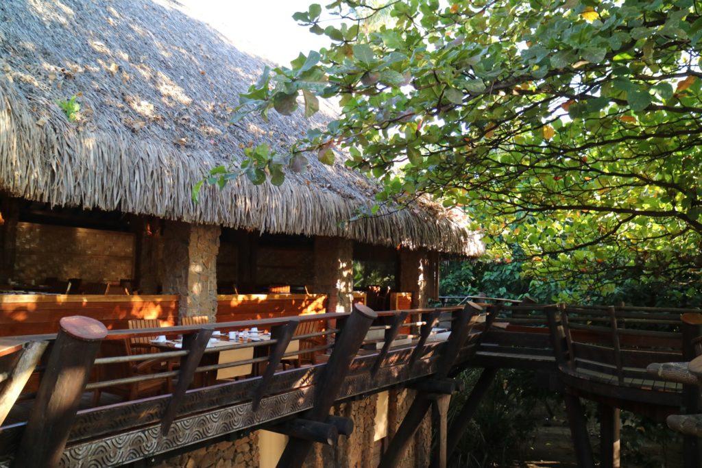 タハア島ル タハアアイランド リゾートスパのレストランの風景