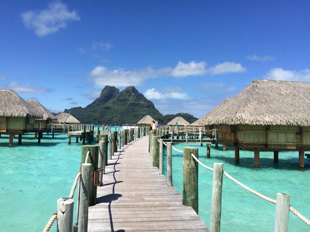 タヒチボラボラ島パールビーチリゾートスパの水上コテージ