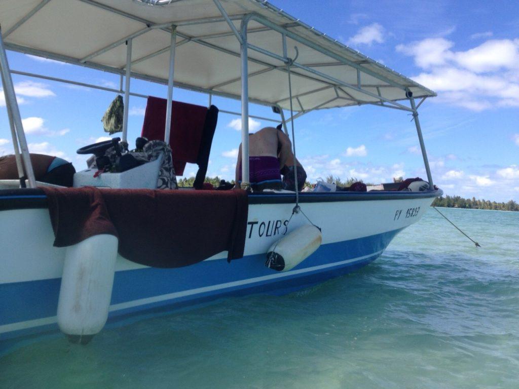 タヒチのシュノーケリングで乗船したボート