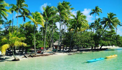 タハア島ル タハアアイランド リゾートスパの海とジャングルとボート
