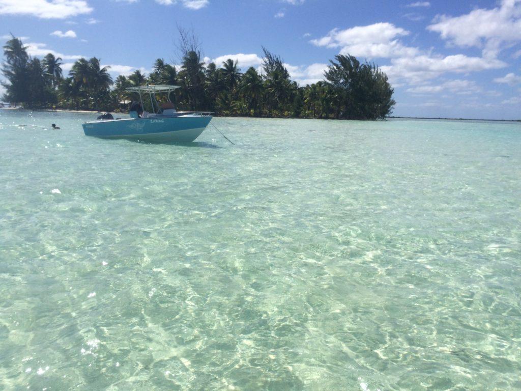 タヒチタハア島の綺麗な海