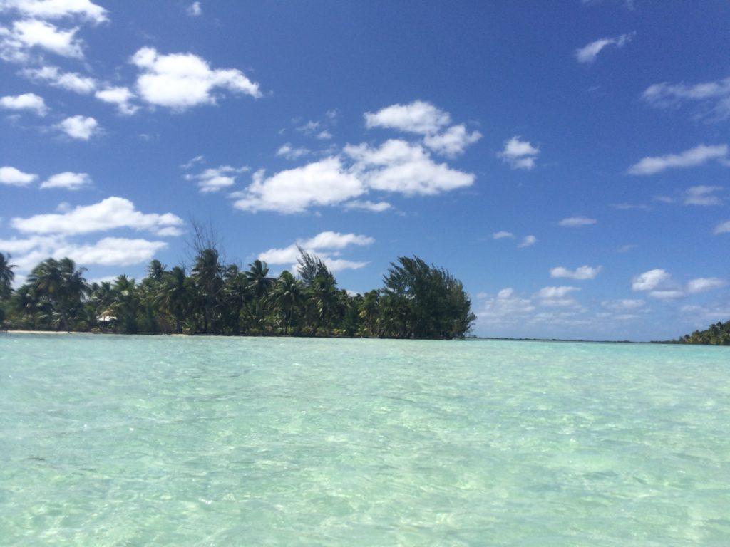 タヒチタハア島の海