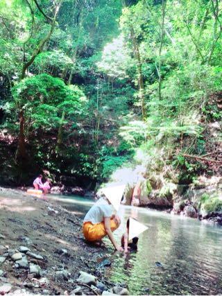 滝畑湖畔バーベキュー場で遊ぶ親子