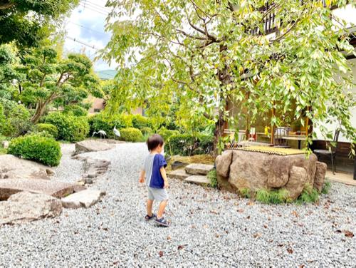 かき氷で有名な奈良富雄「みやけ」の庭園
