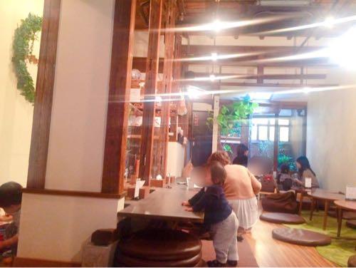 大阪キッズスペースカフェ「baby leaf」の内装